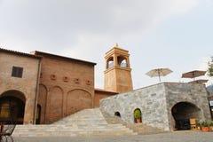 NAKORN RATCHASIMA THAILAND -2014 AM 25. FEBRUAR: Primo Piazza Khao Yai, italienisches Artgebäude des Tuscana-Dorfs Stockbild
