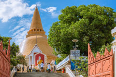NAKORNPATHOM - 25. JUNI: Phra Pathom Chedi rief Phra Thom Chedi, großes heiliges Stupa von Suvarnabhumi, Phra Pathom Chedi, das e Lizenzfreie Stockfotografie