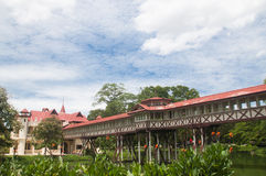 Nakornpathom, TH 8 de setembro: O palácio real do rei tailandês em setembro Fotos de Stock