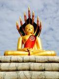 Nakornrachasrima Thailand-Augusti 12, 2014: Buddismstutue Arkivbild