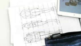 Nakreślenia ubrania, rysujący na prześcieradłach papier zbiory wideo