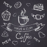 Nakreślenie bezszwowy wzór z kawą i cukierkami Wektorowy remis Zdjęcia Royalty Free