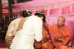 NAKRONPHATHUM THAÏLANDE - 6 JUILLET : Cérémonie de mariage le 6 juillet 2014, MOIS Images libres de droits