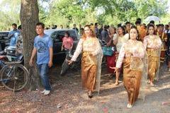 NAKRONPHATHUM THAÏLANDE - 6 JUILLET : Cérémonie de mariage le 6 juillet 2014, MOIS Photographie stock