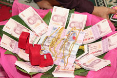 NAKRONPHATHUM THAÏLANDE - 6 JUILLET : Cérémonie de mariage le 6 juillet 2014, MOIS Photos libres de droits