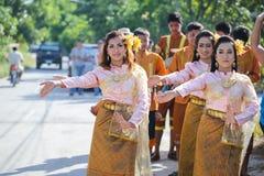 NAKRONPHATHUM THAILAND - JULI 6: Bröllopceremoni Juli 6 2014, Th Arkivbild