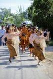 NAKRONPHATHUM THAILAND - JULI 6: Bröllopceremoni Juli 6 2014, Th Arkivfoto
