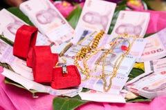 NAKRONPHATHUM THAILAND - JULI 6: Bröllopceremoni Juli 6 2014, Tha Fotografering för Bildbyråer