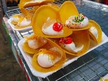 Naleśnikowy deser robić mąka, śmietanka i czekolada, obraz royalty free