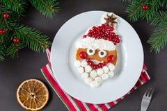 Naleśnikowy Santa! Śmieszny śniadaniowy jedzenie dla dzieciaków Obrazy Stock