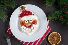 Naleśnikowy Santa! Śmieszny śniadaniowy jedzenie dla dzieciaków Fotografia Royalty Free