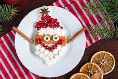 Naleśnikowy Santa! Śmieszny śniadaniowy jedzenie dla dzieciaków Zdjęcie Royalty Free