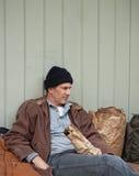 należeń bezdomna mężczyzna ulica zdjęcie royalty free