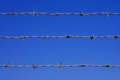 należy zwrócić szczególną barbed ogrodzenie przewód Obraz Royalty Free