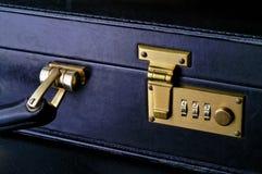 należy zwrócić szczególną showi zbliżenia walizki Fotografia Stock