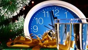 Nalewać bąbla szampana w szkła na nowym roku zbiory