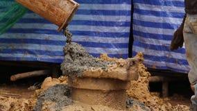 Nalewać cement z słupami dla budowy zbiory wideo