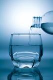 Nalewać wodę Zdjęcia Stock
