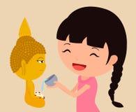 Nalewać wodę na Buddha statui Obrazy Stock