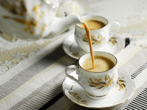 nalewa herbaty obrazy stock