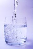 nalewa wodę Fotografia Royalty Free