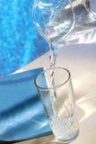 nalewa wodę Obraz Royalty Free