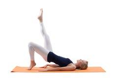 Nalgas del entrenamiento de la mujer y músculos rubios hermosos de las caderas Imagen de archivo