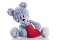 nallebjörn med röd hjärta Arkivfoton