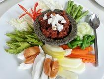Nam刺长Ruea,泰国烹调宇宙服务用煮沸的鸡蛋和新鲜蔬菜,泰国食物,泰国 免版税库存图片