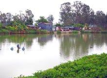 Nam在池塘附近唱了Wai渔村 免版税图库摄影