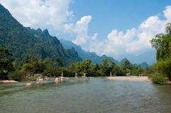Nam在Vang Vieng附近的歌曲河 免版税图库摄影