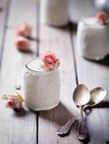 Nam aroma Griekse yoghurt in een glas jarwith kant toe Royalty-vrije Stock Fotografie