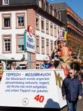 Nam de Parade van de Maandag (Rosenmontagszug) 2011 in Mainz toe Stock Foto's