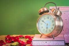 Nam horloges van liefde toe Royalty-vrije Stock Foto's