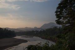 Nam Khan rzeka w wczesnym poranku przy Luang Prabang Obrazy Royalty Free