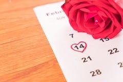 nam op de kalender met de datum van 14 Februari DA van Valentine toe Stock Afbeeldingen