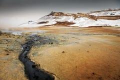 Namaskard geotermiskt aktivt vulkaniskt område i nordvästliga Island Royaltyfri Bild