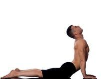 眼镜蛇人namaskar姿势称呼星期日surya瑜伽 免版税库存照片