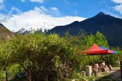 Namcha barwy śnieżna góra i pawilon Zdjęcie Royalty Free