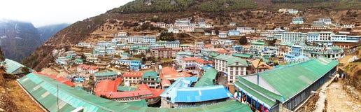 Namche市场村庄Panoramatic视图  库存照片