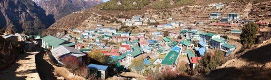 Namche市场村庄Panoramatic视图  库存图片