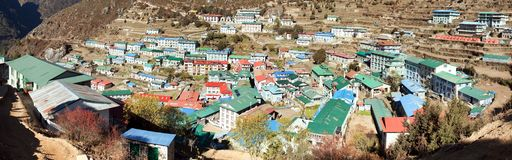 Namche市场村庄Panoramatic视图  免版税图库摄影