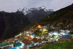 Namche basarby på natten, Nepal Arkivfoto