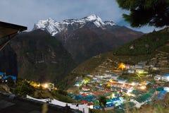 Namche-Basardorf nachts, Nepal Lizenzfreie Stockfotos