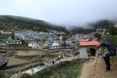 Namche bazzar sur le chemin au camp de base d'everest Parc national de Sagarmatha Images libres de droits