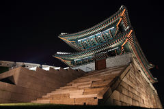 Namdaemun en Seul, Corea imagenes de archivo