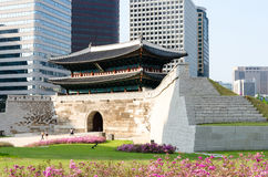 Namdaemun port i Seoul, Sydkorea Royaltyfri Bild