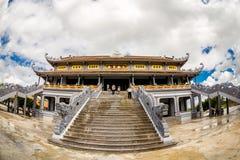NAMDINH, ВЬЕТНАМ - 2-ое сентября 2014 - главная пагода в бегстве Thien Truong Truc Стоковая Фотография RF
