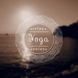 Name des Yogastudios auf einem Schwarzweiss-Hintergrund ENV, JPG Lizenzfreies Stockfoto
