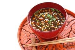 Nameko répand potage de miso Photos libres de droits